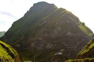 The tracks make two switchbacks on the climb up the Nariz del Diablo (devil's nose)