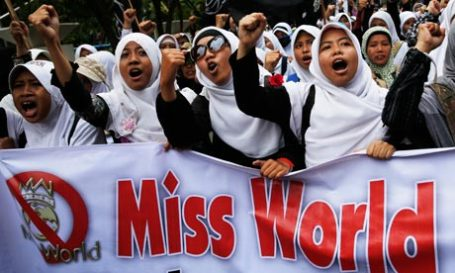 Miss World protest in Jakarta (photo: Reuters)
